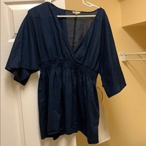 Old Navy top with v neck and flowy half sleeves